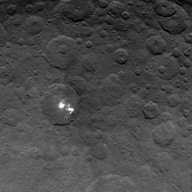 Jasne plamy na Ceres są prawdopodobnie pokłady siarczanu magnezu.