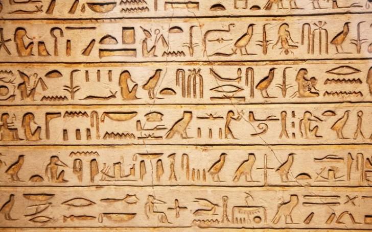Egipskie hieroglify wydane jako powieść