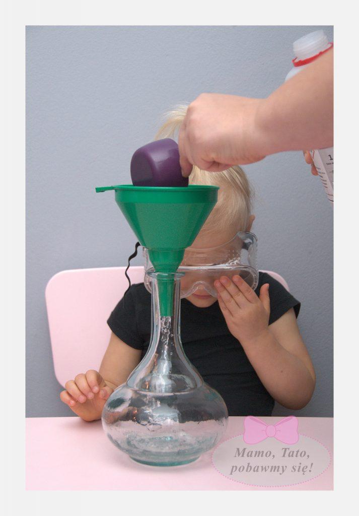dzieciece-eksperymenty-sloniowa-pasta-do-zebow-3-713x1024