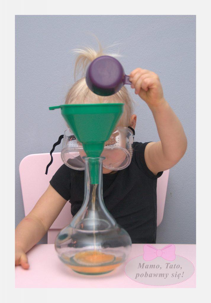 dzieciece-eksperymenty-sloniowa-pasta-do-zebow-4-713x1024