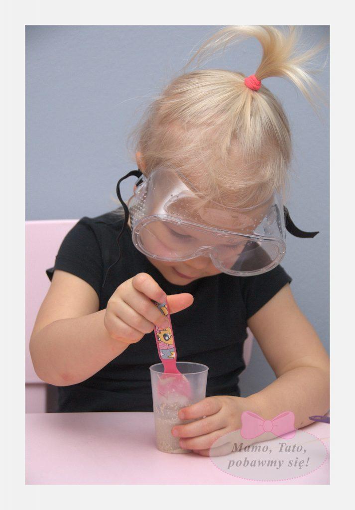 dzieciece-eksperymenty-sloniowa-pasta-do-zebow-5-713x1024