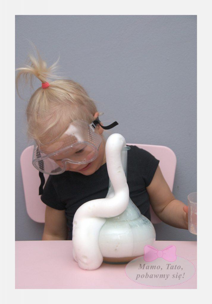 dzieciece-eksperymenty-sloniowa-pasta-do-zebow-8-713x1024