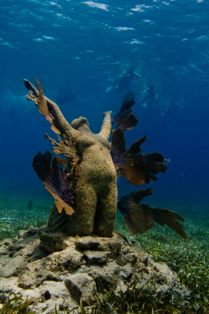 jason-decaires-taylor-underwater-sculpture-reclamation
