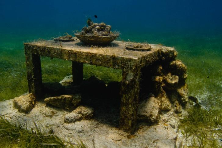 the-last-supper-underwater-sculpture-jason-decaires-taylor