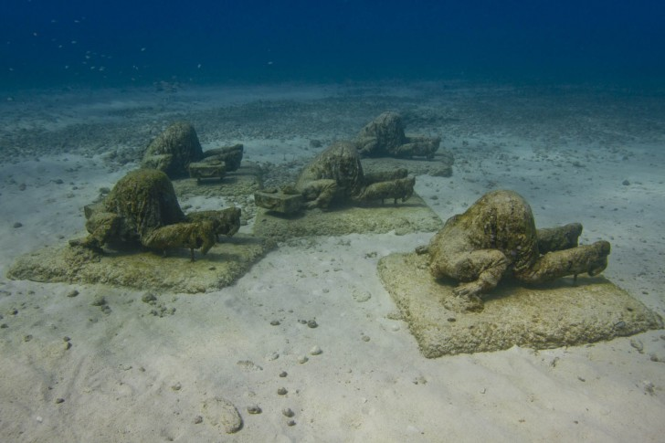 the-banker-underwater-sculpture-jason-decaires-taylor
