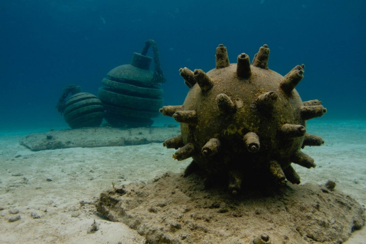 time-bomb-mines-underwater-sculpture-jason-decaires-taylor