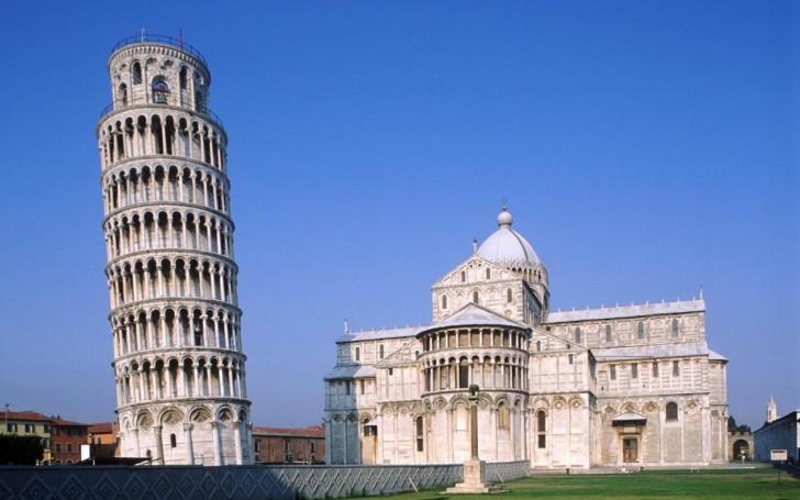 Jak wygląda wnętrze słynnej Krzywej Wieży w Pizie?
