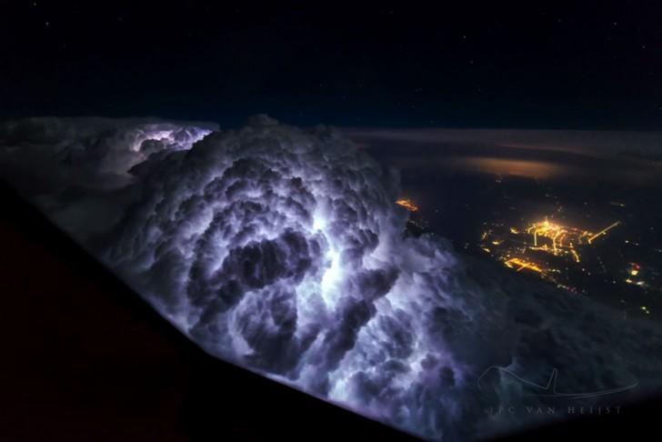 storm-sky-photography-airline-pilot-christiaan-van-heijst-22-57eb681d14483__880