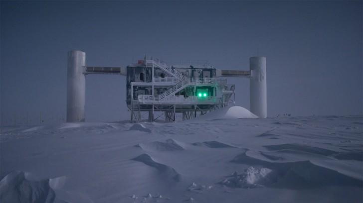 Eksperyment Ice Cube. (źródło: icecube.wisc.edu)