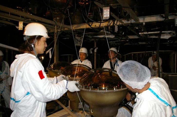 Naukowcy pracujący w Super-Kamiokande. (fot. dr Paweł Przewłocki)