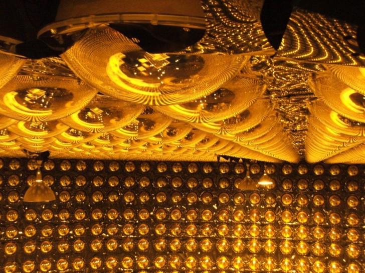 Wnętrze detektora Super-Kamiokande. (fot. dr Paweł Przewłocki)