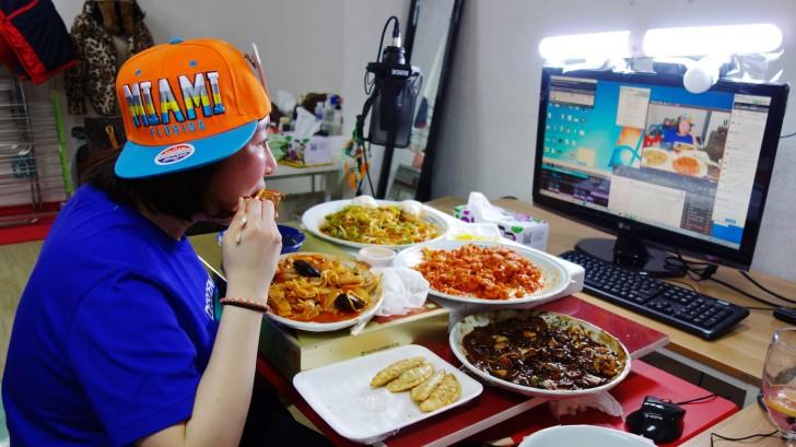 Muk-bang - jedzenie do kamery sposobem zarobku młodych Koreańczyków