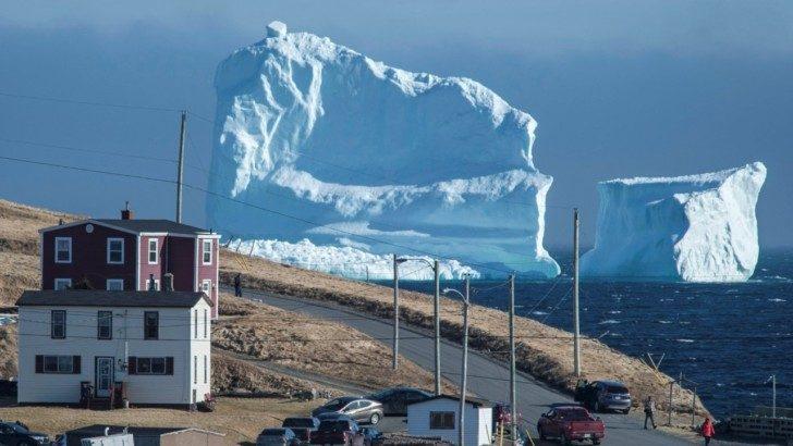 Ogromna góra lodowa podpłynęła do wybrzeża Nowej Fundlandii!