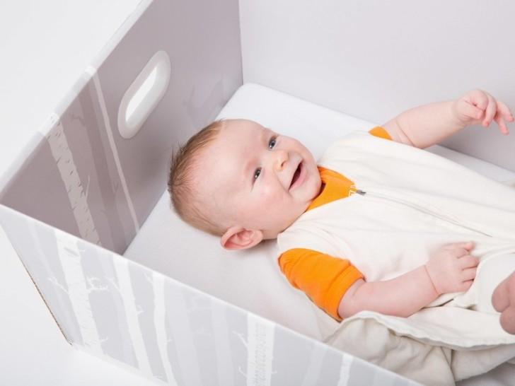 Aby zapobiec nagłej śmierci łóżeczkowej, układaj dziecko w… kartonowym pudełku
