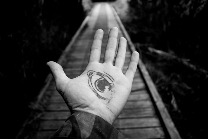To nie moja dłoń! Syndrom obcej ręki – tajemnicze i fascynujące schorzenie neurologiczne