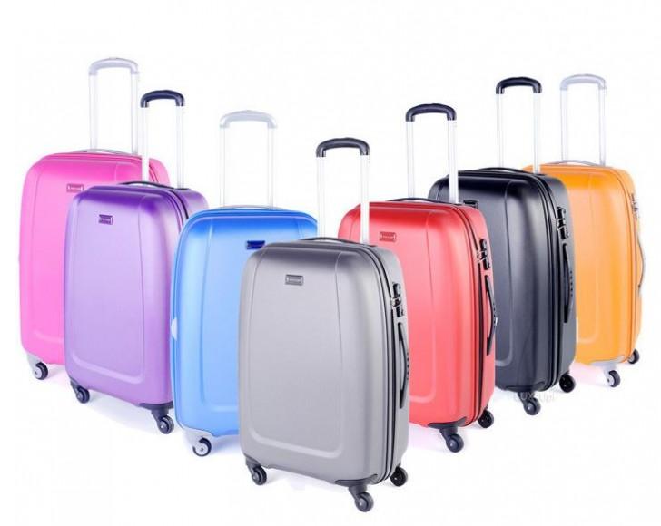 f83d70a28ca4a Torba podróżna to rzecz niezbędna nie tylko w okresie wakacji – długie,  urlopowe wypady zazwyczaj potrzebują dużych walizek, ale przecież w ciągu  całego ...