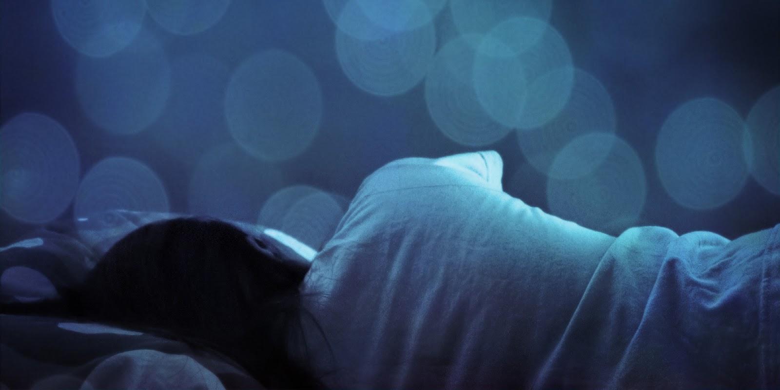 Na zdjęciu widoczna śpiąca osoba.