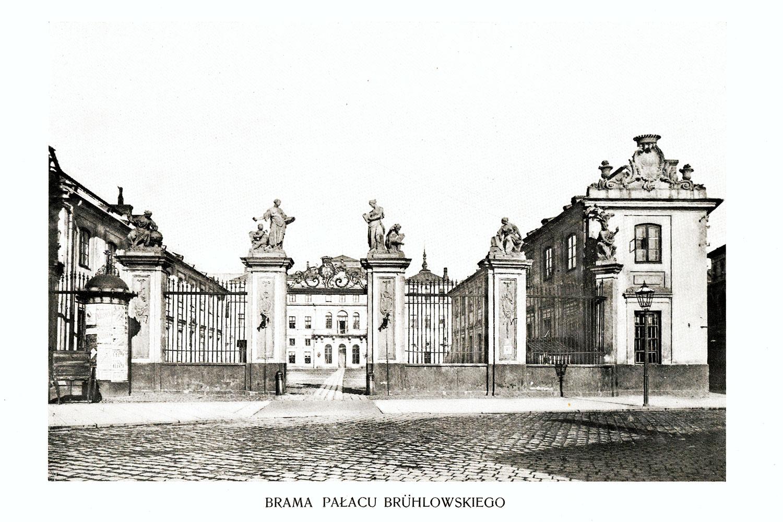 Ciekawe.org Widoki Warszawy 1899 r. Brama Pałacu Bruhlowskiego