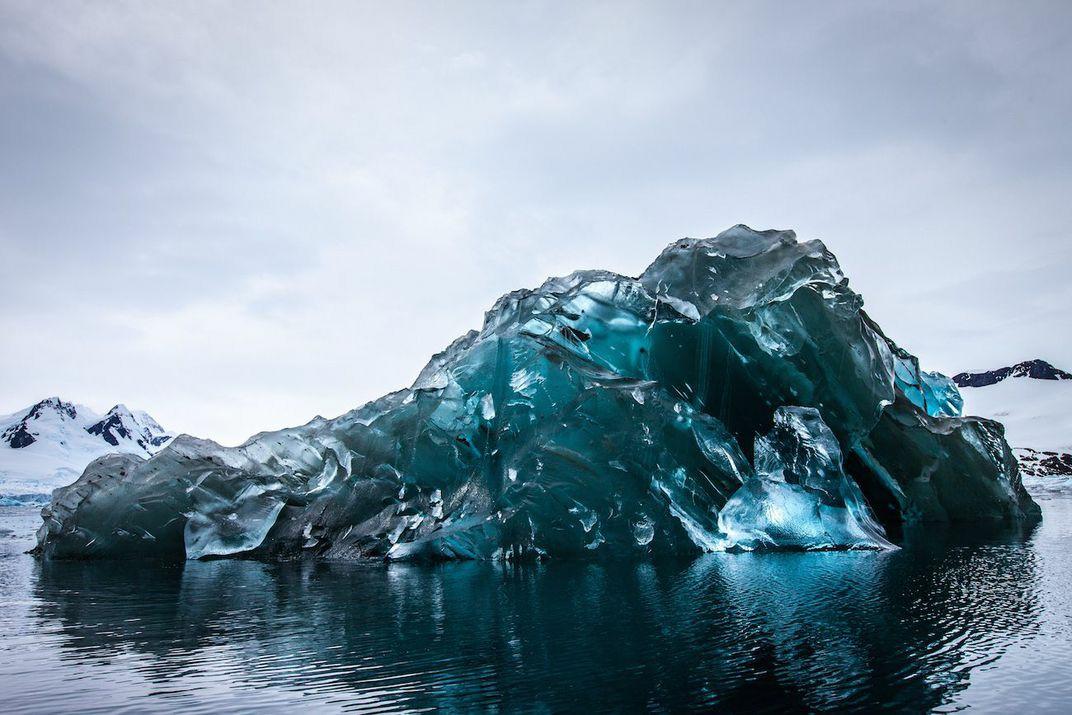 Lodowa górka na Jökulsárlón na Islandii