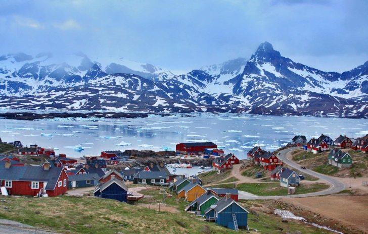 Zdjęcie przedstawia miasteczko Tasiilaq na Grenlandii