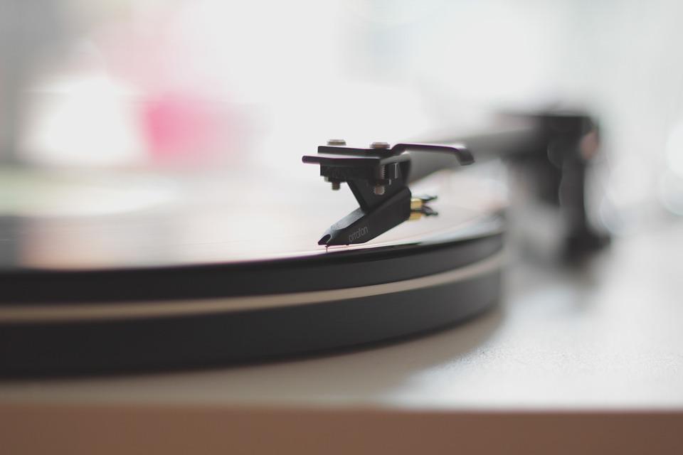"""""""Zagraj to jeszcze raz…"""" - naukowo o wielokrotnym słuchaniu tej samej piosenki"""
