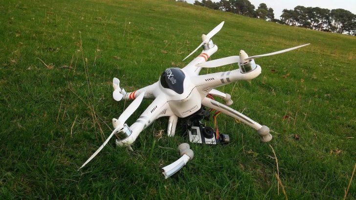 Dlaczego dron nie spada?