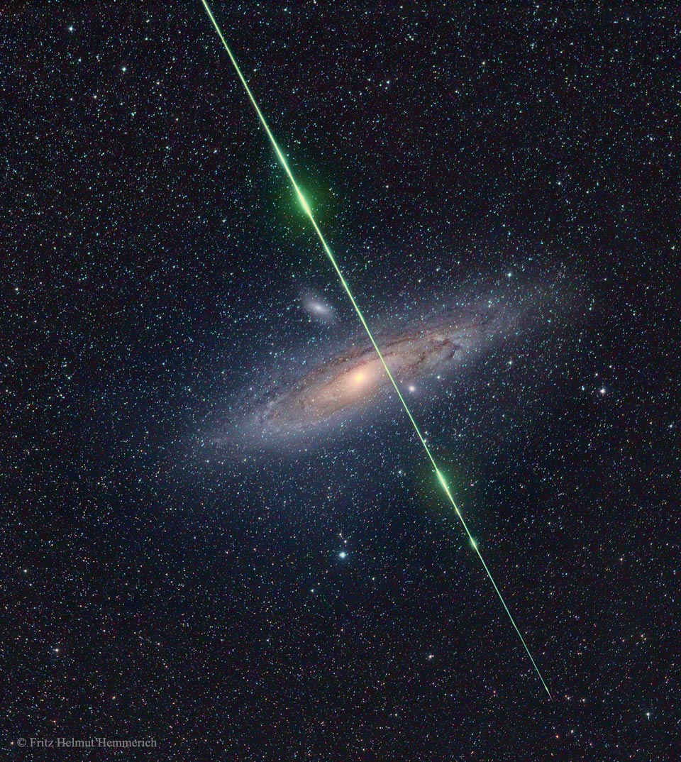 Meteor na tle Galaktyki Andromedy